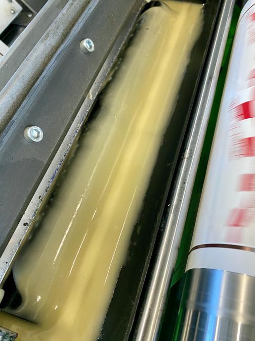 collante-etichette-adesive